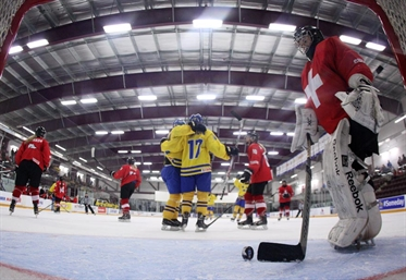 Swedes dominate Swiss, 5-1